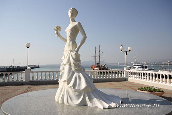 Памятник невесте геленджик