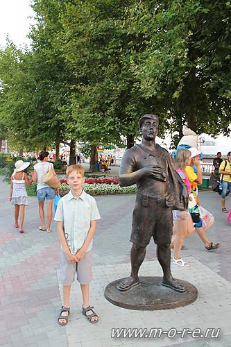 Геленджик Памятник туристу