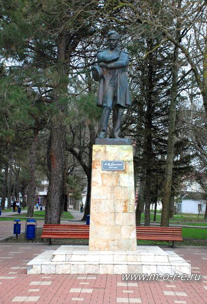 Скульптура Лермонтов в Геленджике